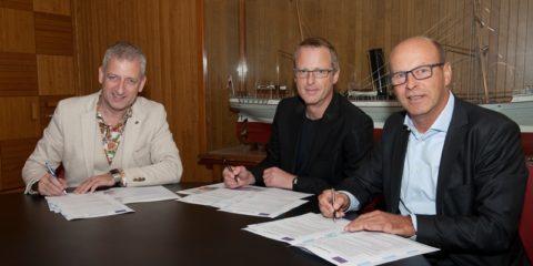 STC - Eerste hybride vakdocent tekent contract