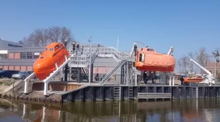 Nieuwe free fall lifeboat in Harlingen voor mbo- en hbo zeevaartstudenten Maritieme Academie Holland